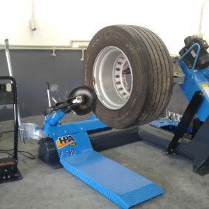 Masini pentru schimbat anvelope vehicule comerciale